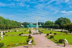 Άσπρα αγάλματα στο πάρκο Kuskovo. Μόσχα Στοκ εικόνα με δικαίωμα ελεύθερης χρήσης