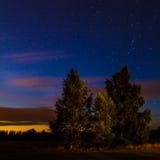 Άσπρα αστέρια στον ουρανό Στοκ φωτογραφία με δικαίωμα ελεύθερης χρήσης