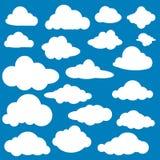 Άσπρα εικονίδια σύννεφων στο επίπεδο σχέδιο στο μπλε υπόβαθρο Στοκ εικόνες με δικαίωμα ελεύθερης χρήσης