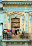 Άσπρα ενδύματα σε μια σκοινί για άπλωμα στην Κούβα στοκ φωτογραφία