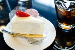 Άσπρα κέικ και νερό Στοκ Φωτογραφίες