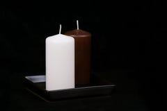 Άσπρα και καφετιά κεριά Στοκ Φωτογραφίες