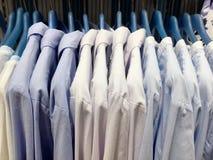 Άσπρα και μπλε περιλαίμια Στοκ Φωτογραφίες