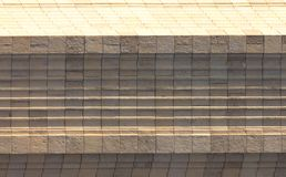 Άσπρα κεραμίδια στο κτήριο ως υπόβαθρο στοκ φωτογραφία με δικαίωμα ελεύθερης χρήσης