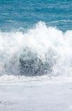 Άσπρα κύματα στην παραλία Στοκ Φωτογραφία