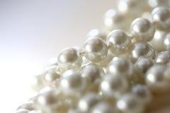 Άσπρα μαργαριτάρια στοκ εικόνα