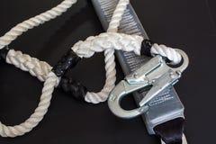 Άσπρα νάυλον σχοινί και carabine Στοκ Εικόνα