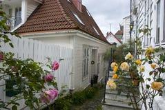 Άσπρα ξύλινα σπίτια στο παλαιό μέρος του Μπέργκεν, Νορβηγία Στοκ εικόνες με δικαίωμα ελεύθερης χρήσης