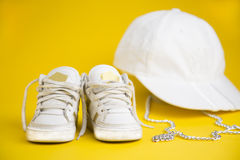 Άσπρα πάνινα παπούτσια για τα παιδιά στοκ φωτογραφία με δικαίωμα ελεύθερης χρήσης