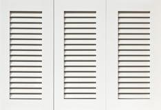 Άσπρα παραθυρόφυλλα Στοκ φωτογραφία με δικαίωμα ελεύθερης χρήσης