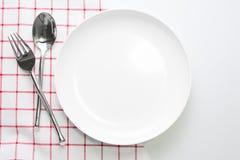 Άσπρα πιάτο μαχαιριών και κουτάλι δικράνων Στοκ Φωτογραφίες
