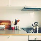 Άσπρα προϊόντα της Apple εξαρτημάτων κουζινών εσωτερικά Στοκ Εικόνες