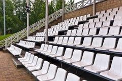 Άσπρα πλαστικά καθίσματα Στοκ Φωτογραφίες