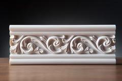 Άσπρα στοιχεία της εσωτερικής διακόσμησης, σχέδιο τοίχων Στοκ Εικόνες