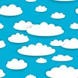 Άσπρα σύννεφα στο άνευ ραφής σχέδιο υποβάθρου μπλε ουρανού διάνυσμα Στοκ Εικόνες