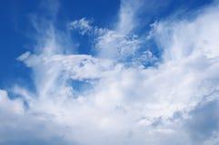 Άσπρα σύννεφα Στοκ Φωτογραφία