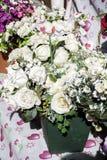 Άσπρα τεχνητά λουλούδια Στοκ φωτογραφίες με δικαίωμα ελεύθερης χρήσης