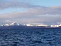 Άσπρα τοποθετημένα αιχμή βουνά στοκ εικόνα με δικαίωμα ελεύθερης χρήσης