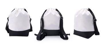 Άσπρα τσάντα και σχοινί υφάσματος στο απομονωμένο υπόβαθρο με το ψαλίδισμα της πορείας Κενό σακίδιο πλάτης μόδας για το montage ή διανυσματική απεικόνιση