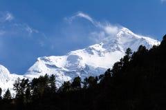 Άσπρα υψηλά χιονώδη βουνά του Νεπάλ, περιοχή Annapurna Στοκ Εικόνες