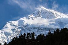 Άσπρα υψηλά χιονώδη βουνά του Νεπάλ, περιοχή Annapurna Στοκ Εικόνα