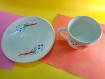 Άσπρα φλυτζάνι και πιάτο στοκ εικόνες