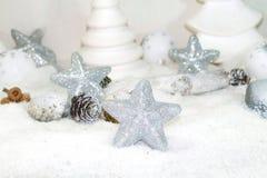Άσπρα Χριστούγεννα - αστέρια Χριστουγέννων - διακόσμηση Χριστουγέννων Στοκ Φωτογραφία