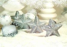 Άσπρα Χριστούγεννα - αστέρια Χριστουγέννων - διακόσμηση Χριστουγέννων Στοκ φωτογραφία με δικαίωμα ελεύθερης χρήσης