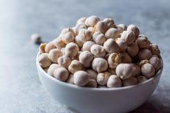 Άσπρα ψημένα Chickpeas στο κύπελλο Garbanzo ή φασόλι Ceci Στοκ φωτογραφία με δικαίωμα ελεύθερης χρήσης