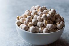 Άσπρα ψημένα Chickpeas στο κύπελλο Garbanzo ή φασόλι Ceci Στοκ φωτογραφίες με δικαίωμα ελεύθερης χρήσης
