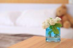 Άσπρα jasmine λουλούδια σε ένα γυαλί Όμορφο jasmine λουλούδι Στοκ Εικόνες