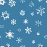 Άσπρα snowflakes στο μπλε σχέδιο διανυσματική απεικόνιση