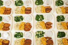 Άσπρα styrofoam καλαθάκια με φαγητό στοκ εικόνες με δικαίωμα ελεύθερης χρήσης