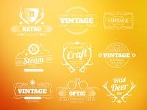 Άσπρες εκλεκτής ποιότητας διανυσματικές λογότυπα και ετικέτες hipster καθορισμένα απεικόνιση αποθεμάτων