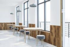 Άσπρες εσωτερικές, διασκέψεις στρογγυλής τραπέζης καφέδων ελεύθερη απεικόνιση δικαιώματος