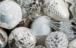 Άσπρες διακοσμήσεις χριστουγεννιάτικων δέντρων Στοκ εικόνα με δικαίωμα ελεύθερης χρήσης