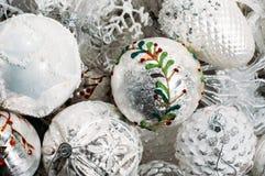 Άσπρες διακοσμήσεις χριστουγεννιάτικων δέντρων Στοκ Εικόνα