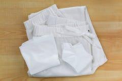 Άσπρες καθαρές κιλότες εσώρουχων, κάλτσες, παντελόνι εσωρούχων Jogger στο W Στοκ εικόνα με δικαίωμα ελεύθερης χρήσης