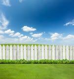 Άσπρες ξύλινες φραγές στοκ εικόνες με δικαίωμα ελεύθερης χρήσης