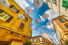 Άσπρες ομπρέλες σε στο κέντρο της πόλης Sassari Στοκ φωτογραφίες με δικαίωμα ελεύθερης χρήσης