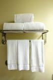 Άσπρες πετσέτες Στοκ φωτογραφία με δικαίωμα ελεύθερης χρήσης