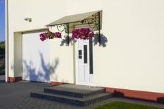 Άσπρες πλαστικές πόρτες Στοκ Εικόνες