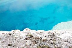 Άσπρη ακτή λιμνών Aqua Στοκ Φωτογραφίες