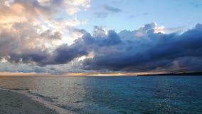 Άσπρη ανατολή νησιών Camiguin απόθεμα βίντεο