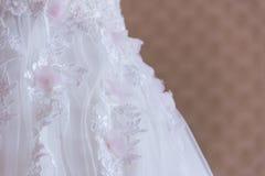 Άσπρη δαντέλλα φορεμάτων Στοκ εικόνες με δικαίωμα ελεύθερης χρήσης
