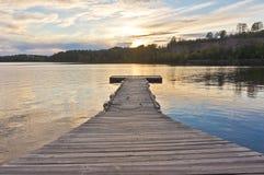Άσπρη αποβάθρα βαρκών λιμνών σιδήρου Στοκ Φωτογραφία