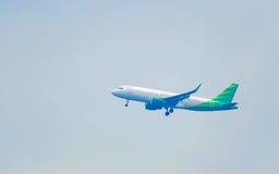 Άσπρη απογείωση αεροπλάνων Στοκ Εικόνες