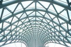 Άσπρη γέφυρα της ειρήνης πέρα από τον ποταμό Mtkvari, Tbilisi, Γεωργία, διάσημη Στοκ Εικόνες
