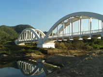 Άσπρη γέφυρα τραίνων Στοκ Φωτογραφία