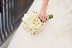 Άσπρη γαμήλια ανθοδέσμη Στοκ Εικόνα